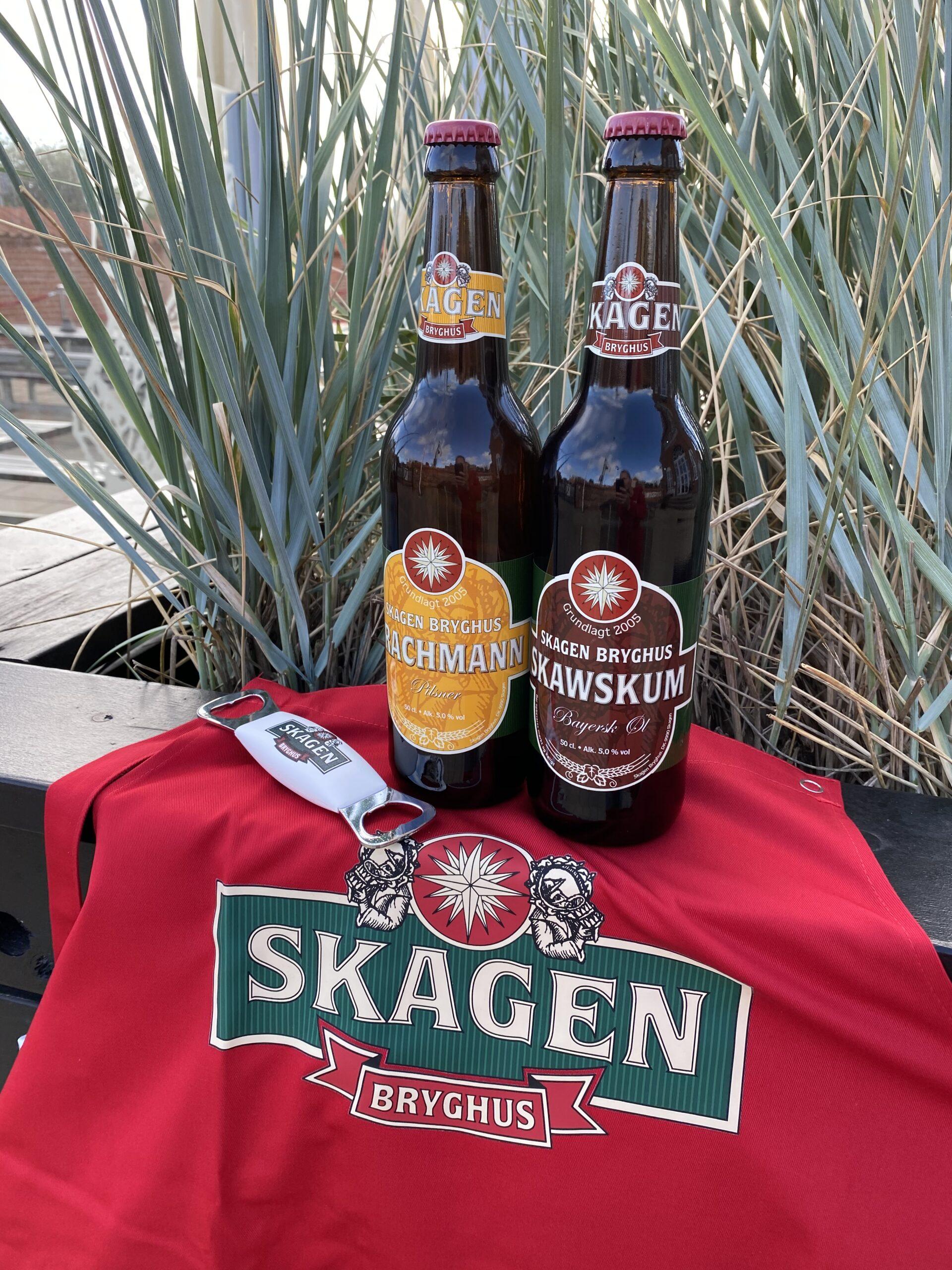 Forklæde i rød eller sort med 2 øl og oplukker